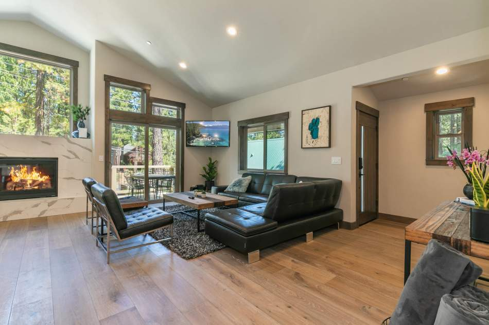 12503-Bernese-Ln-Truckee-CA-large-006-012-Living-Room-1500x1000-72dpi