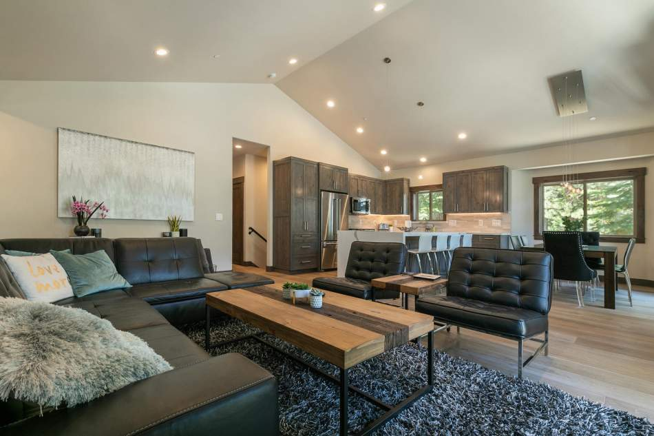 12503-Bernese-Ln-Truckee-CA-large-011-018-Living-Room-1500x1000-72dpi