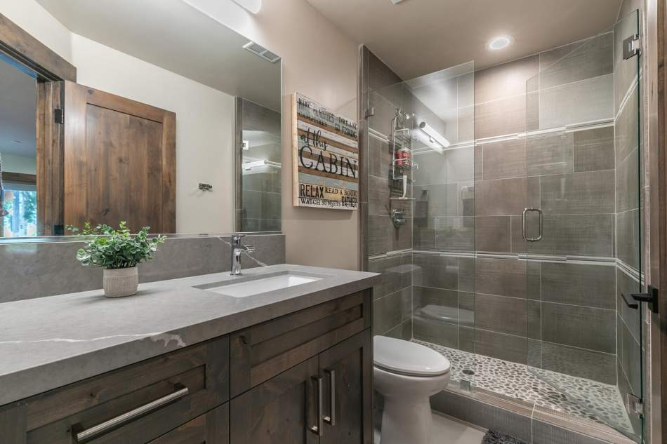12503-Bernese-Ln-Truckee-CA-large-024-002-Bathroom-One-1500x1000-72dpi