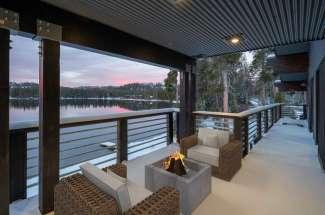 Ice Lakes Lodge, Third Level Flat